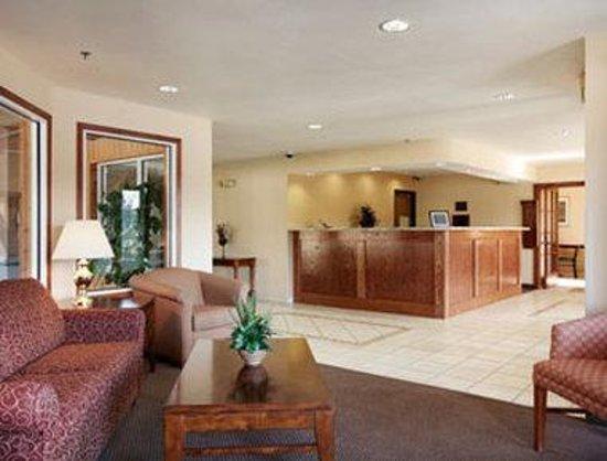 Baymont Inn & Suites Yreka: Lobby