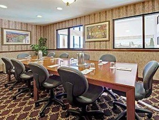 Hawthorn Suites by Wyndham Napa Valley: Boardroom