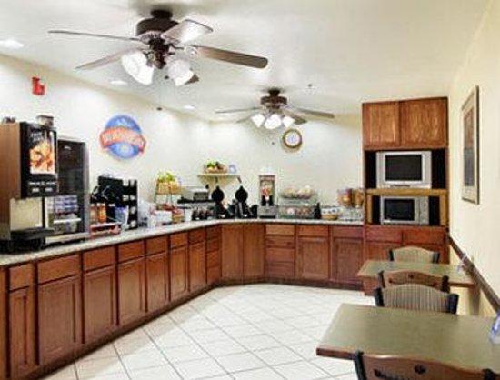 Baymont Inn & Suites Yreka: Breakfast Area