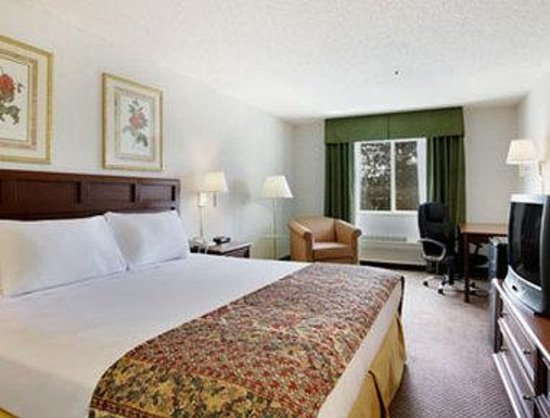 Baymont Inn & Suites Yreka: Standard King Bed Room