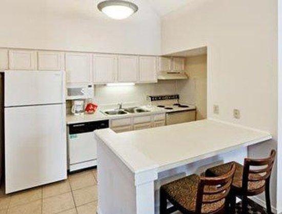 Hawthorn Suites by Wyndham Dallas Love Field Airport: Kitchen