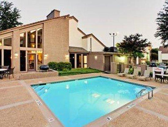 Hawthorn Suites by Wyndham Dallas Love Field Airport: Pool