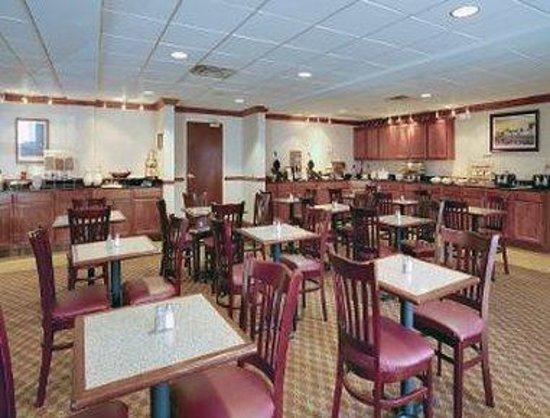 Hawthorn Suites by Wyndham Charleston: Breakfast Room