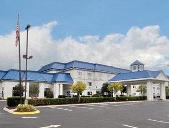 Baymont Inn & Suites Kodak Near Sevierville: Welcome to the Baymont Kodak
