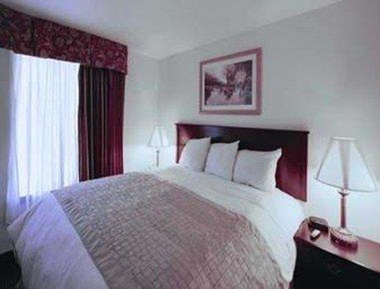 Hawthorn Suites by Wyndham Charleston: King Bed Suite