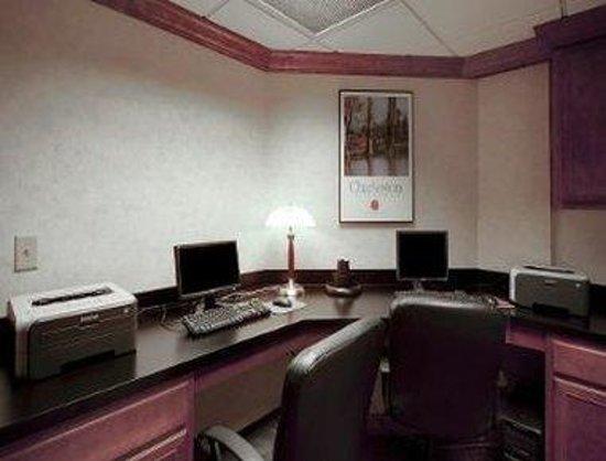Hawthorn Suites by Wyndham Charleston: Business Center