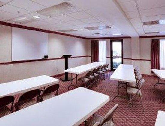 Hawthorn Suites by Wyndham Charleston: Meeting Room