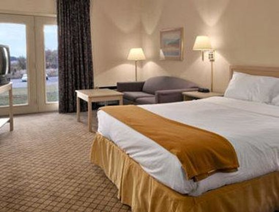 Baymont Inn & Suites Kodak Near Sevierville: Standard Queen Bed Room