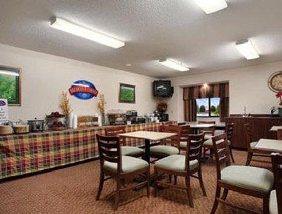 Baymont Inn & Suites Gaylord : Breakfast Area