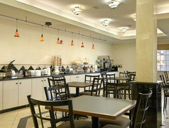 Baymont Inn & Suites Galveston: Breakfast Area