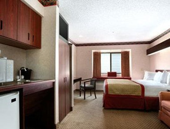 Baymont Inn & Suites Gaylord: Suite