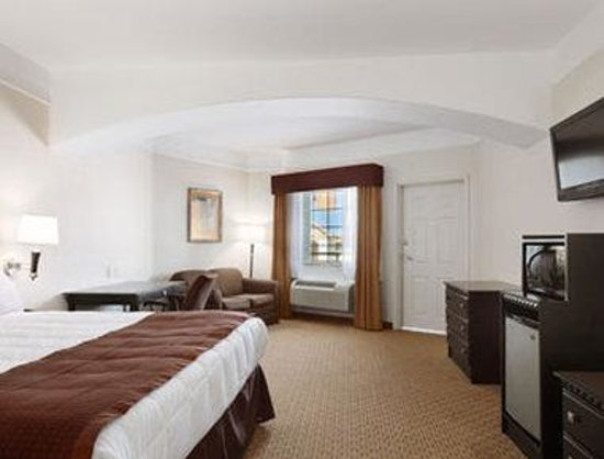 Baymont Inn & Suites Galveston: Standard King Bed Room
