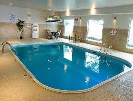 Baymont Inn & Suites Mattoon: Pool