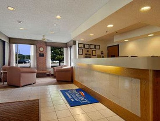 Baymont Inn La Grange: Lobby