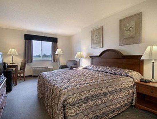 Baymont Inn and Suites Columbus at Rickenbacker: Jacuzzi Suite