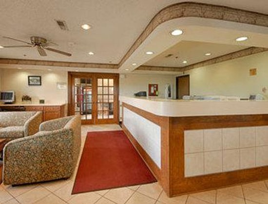 Baymont Inn & Suites Zanesville: Lobby