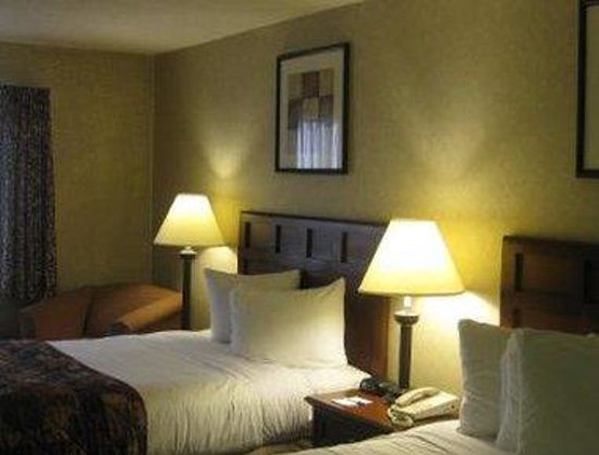 Baymont Inn & Suites Tuscola: Standard Two Double Bed Room