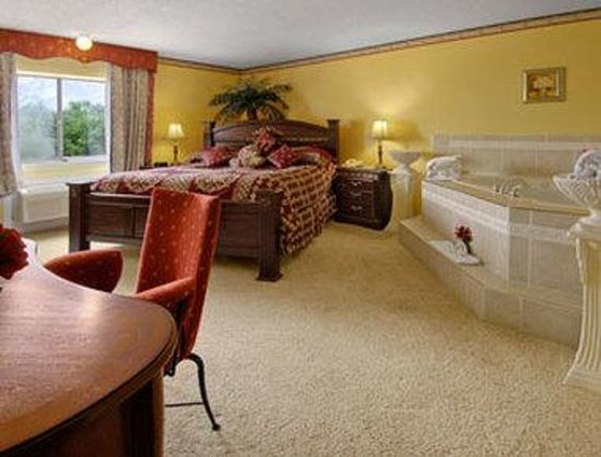 Baymont Inn & Suites Des Moines North: Jacuzzi Suite