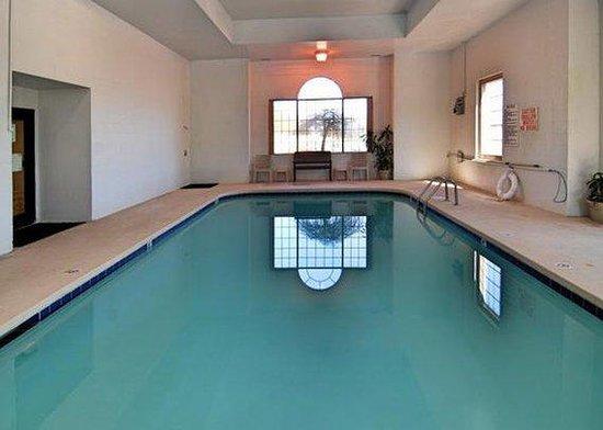 Baymont Inn & Suites Winston Salem: Pool