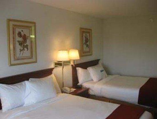 Baymont Inn & Suites Freeport : Standard Two Queen Bed Room