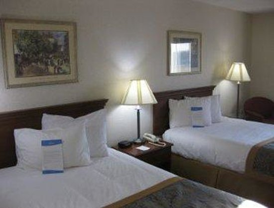 Baymont Inn & Suites Dowagiac: Guest Room With Two Beds