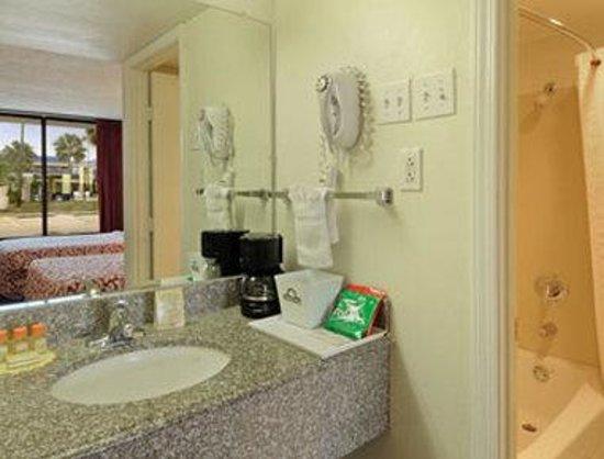 Days Inn New Orleans : Bathroom