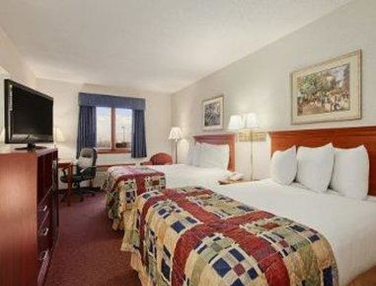 Baymont Inn & Suites Pella: Standard Two Double Bedroom