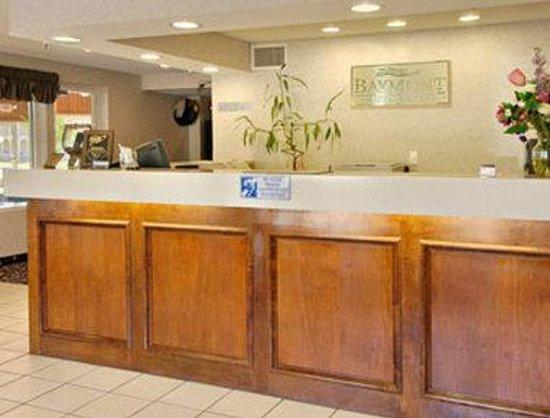 Baymont Inn & Suites Willows : Lobby