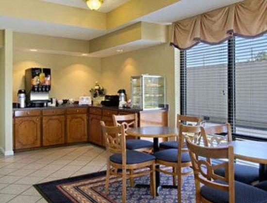 Baymont Inn & Suites Mobile/Tillmans Corner: Breakfast Area