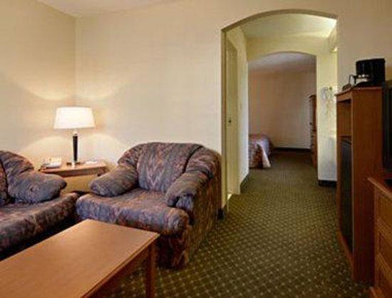Baymont Inn & Suites Mobile/Tillmans Corner: Suite