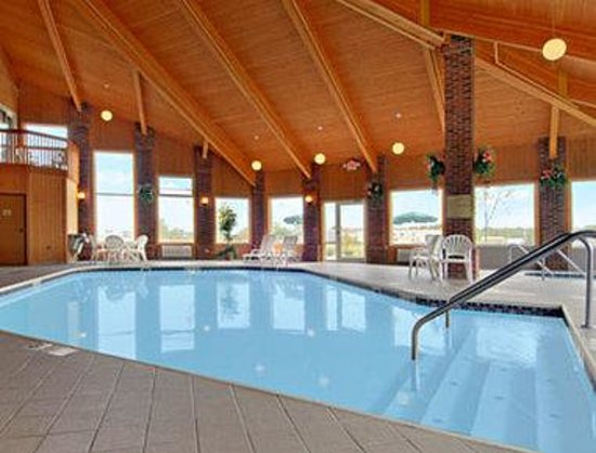 Baymont Inn & Suites Indianapolis: 24 Hr Pool