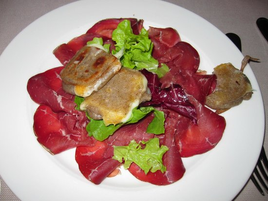 Hotel Bagni Vecchi: aged beef with cheese-filled buckwheat appetizer