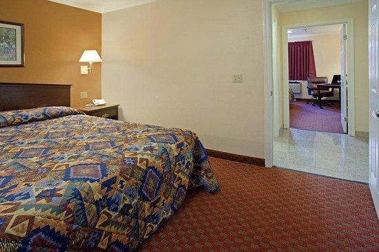 Americas Best Value Laguna Inn & Suites: Family Room