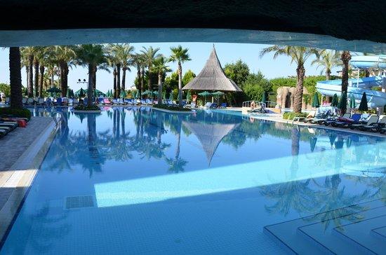 Alva Donna Beach Resort Comfort: бассейн