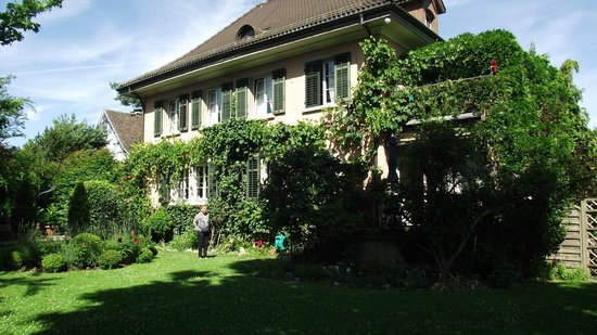 B&B Villa Magnolia: Hotel from the garden