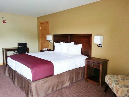 Americas Best Value Inn and Suites Little Rock/Bryant: One King Bed