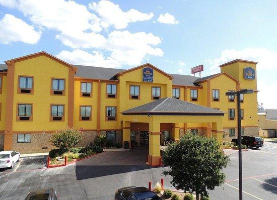 BEST WESTERN PLUS Schulenburg Inn & Suites : Hotel Exterior