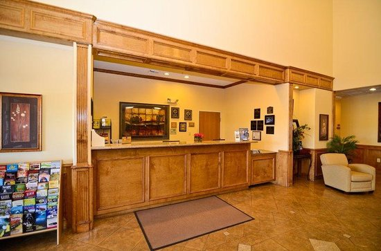 BEST WESTERN PLUS Schulenburg Inn & Suites : Reception Desk