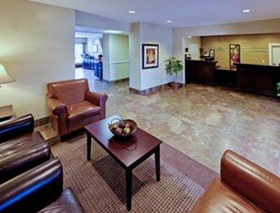 Hawthorn Suites by Wyndham Addison Galleria: Lobby
