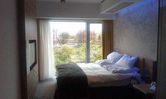 PURO Krakow Stare Miasto: Bed, Room lighting and view