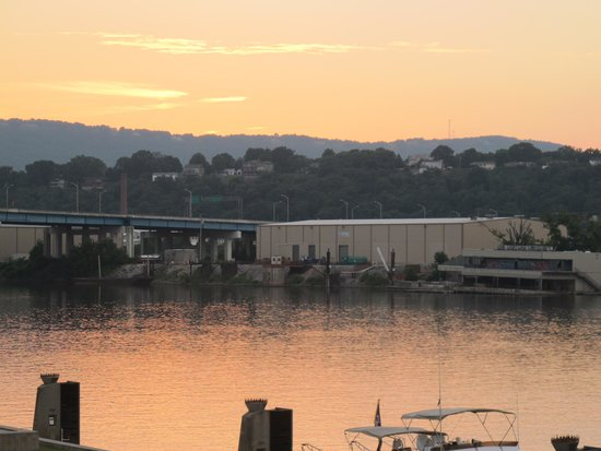 Chattanooga Choo Choo: The river at dusk