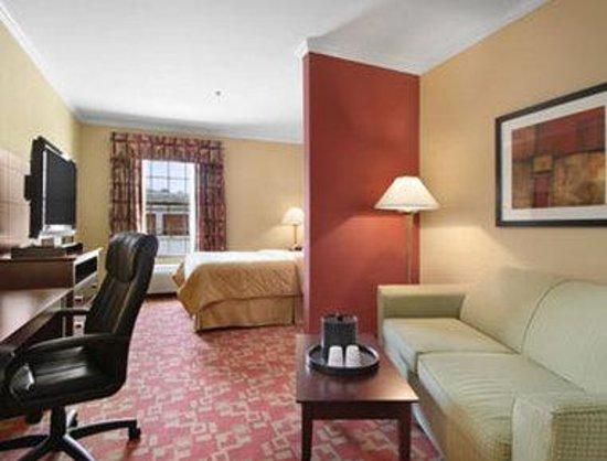 Baymont Inn & Suites Prince George at Fort Lee: Suite