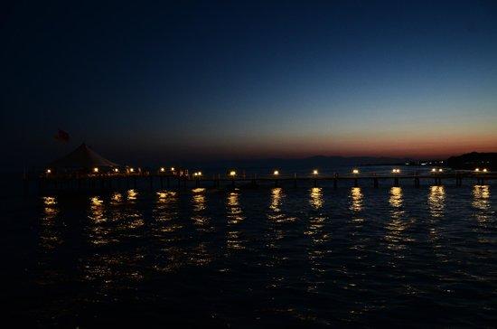 Alva Donna Beach Resort Comfort: пирс ночью