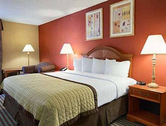 Baymont Inn & Suites Oklahoma City Airport: King Room