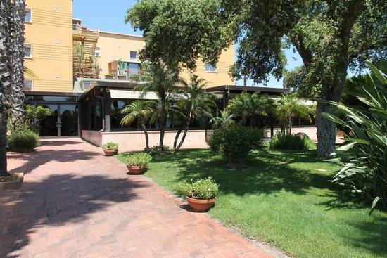 Colleverde Park Hotel: giardino