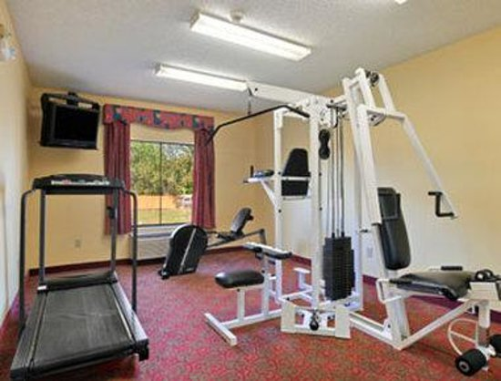 Super 8 Alvin: Fitness Centre