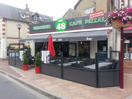 Brasserie - Pizzeria Au 48 : Belle terrasse,