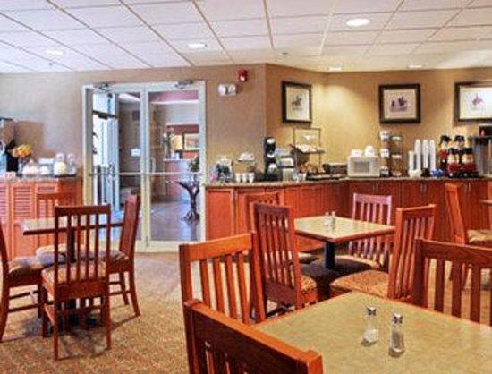 Days Inn Wellington Fort Collins Area : Breakfast Area