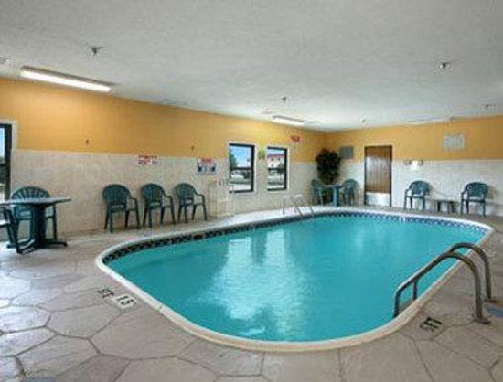 Baymont Inn & Suites Morton: Pool