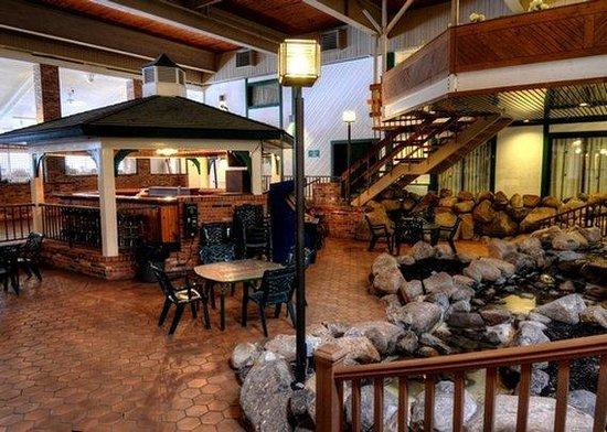 Quality Inn Lake Placid: NYPool Area
